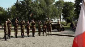Rekonstruktorzy pod Cmentarzykiem Obrońców Westerplatte