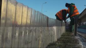 Montaż ochronnych płotów w pasie drogowym