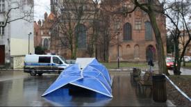 W nocy z 20 na 21 lutego przewrócono pomnik ks. Jankowskiego
