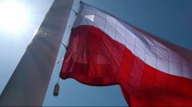 Flaga uszyta podczas obchodów 4 czerwca, zawisła na Górze Gradowej